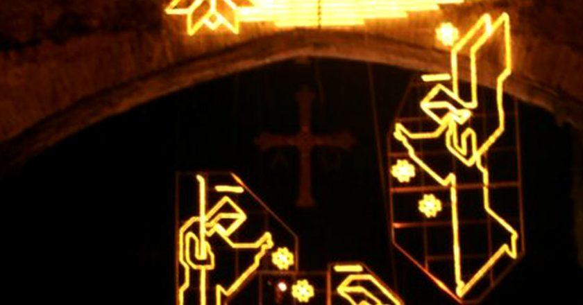 gv-2016-iluminacion-decorativa-navidena-ambientacion-luminica-luces-de-navidad-puente-romano-de-cangas-de-onis-asturias-espana-001-72-ppp